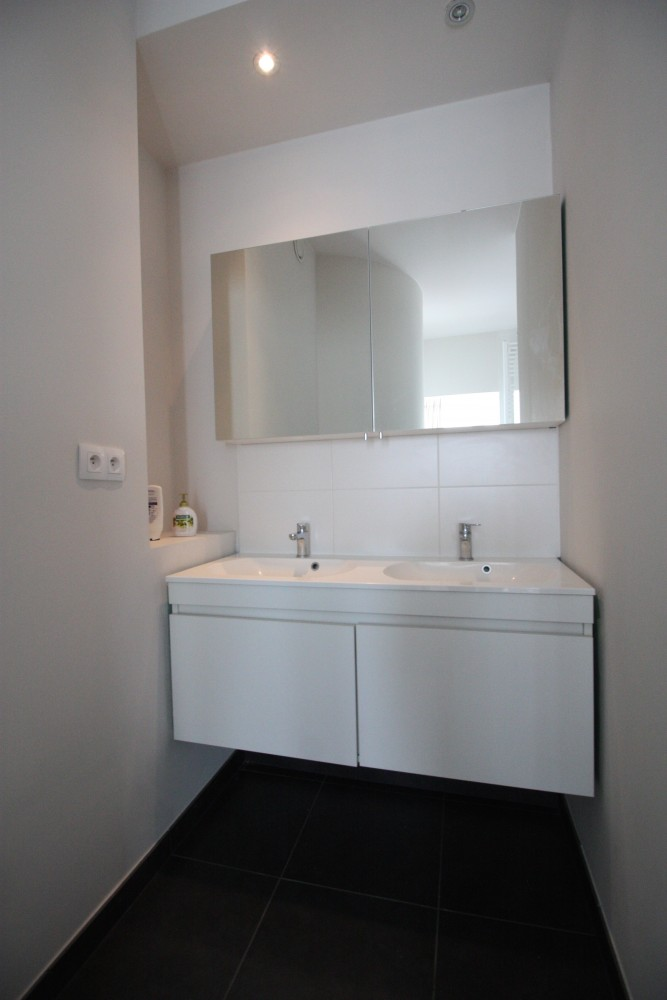 2 bed Property For Rent in Brussels,  - 9